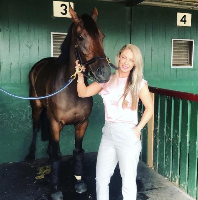 Gemma Reilly: Cô nàng xinh đẹp đổi đời nhờ môn đua ngựa - Ảnh 6.
