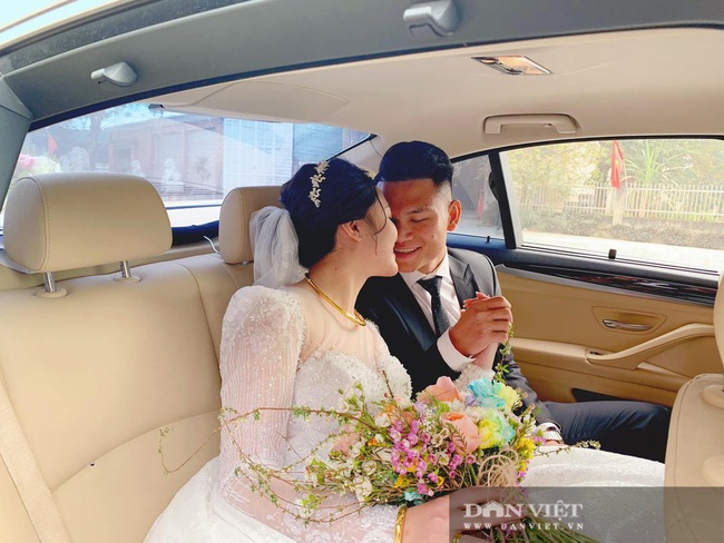 Vợ chồng Xuân Mạnh khoe xe sang dịp đầu Xuân - Ảnh 2.