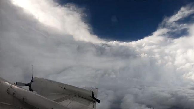 Cảm giác ra sao khi bay thẳng vào mắt của một cơn bão? - Ảnh 5.