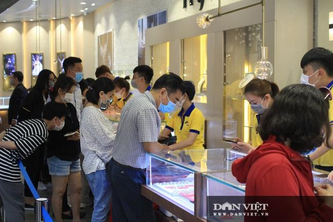 Giá vàng bất ngờ tăng hơn nửa triệu nhưng người mua vàng vía Thần Tài vẫn lỗ - Ảnh 3.
