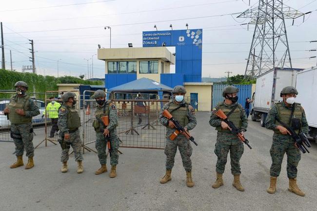 Ít nhất 67 người chết trong những cuộc tranh chấp quyền lực đẫm máu giữa các băng đảng ở nhà tù Ecuador - Ảnh 1.