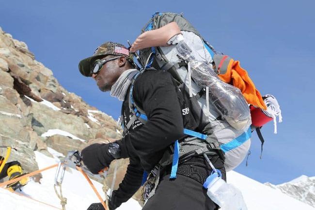 Kionte Storey - người đàn ông khuyết tật truyền cảm hứng nhờ trở thành vận động viên leo núi - Ảnh 3.