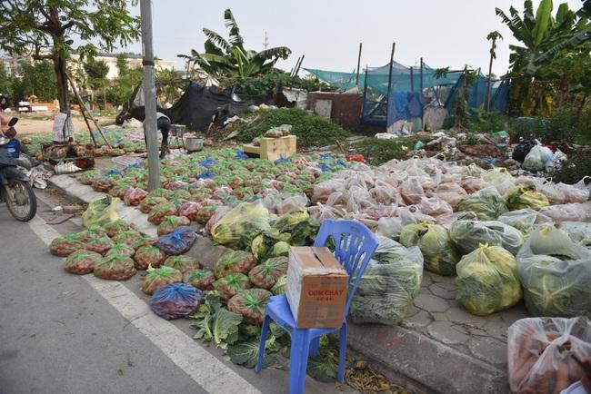 """Giải cứu nông sản Hải Dương: Người dân xúc động với phiên chợ """"0"""" đồng - Ảnh 2."""