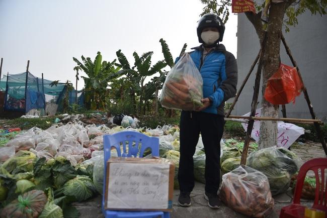 """Giải cứu nông sản Hải Dương: Người dân xúc động với phiên chợ """"0"""" đồng - Ảnh 6."""