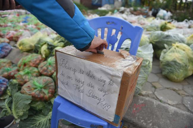 """Giải cứu nông sản Hải Dương: Người dân xúc động với phiên chợ """"0"""" đồng - Ảnh 4."""