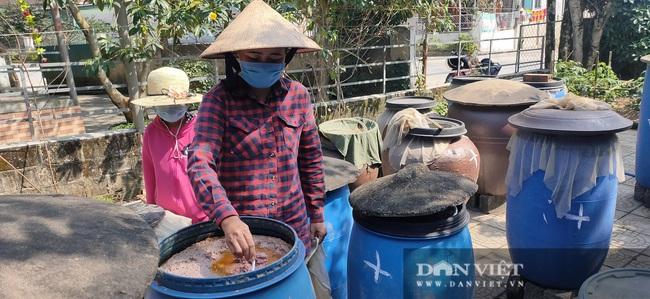 CLIP: Thăm làng nước mắm Hà Tĩnh thơm từ nhà ra ngõ - Ảnh 8.