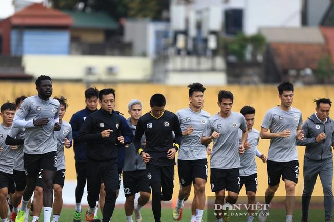 Quang Hải, Đình Trọng trêu đùa trong buổi tập CLB Hà Nội - Ảnh 2.