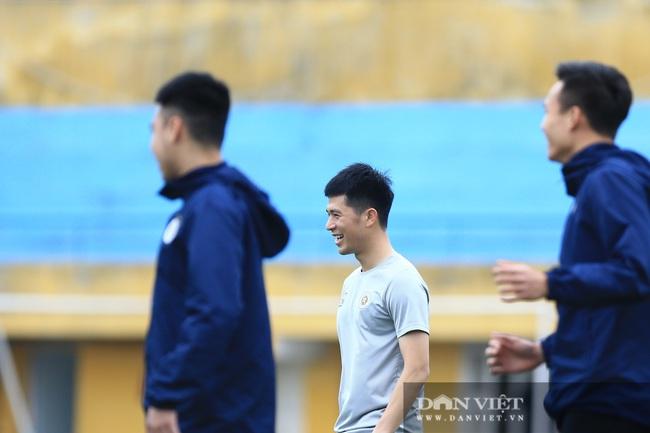 Quang Hải, Đình Trọng trêu đùa trong buổi tập CLB Hà Nội - Ảnh 5.