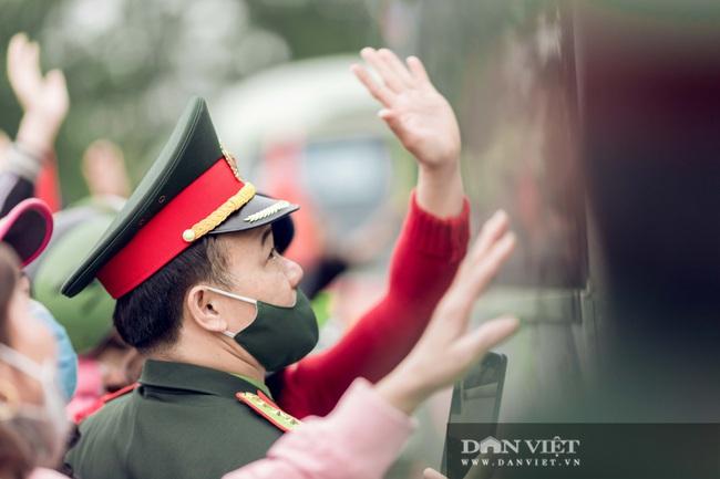 Gái Xinh Nghệ An đến tiễn đưa người thân đi nhập ngũ - Ảnh 2.