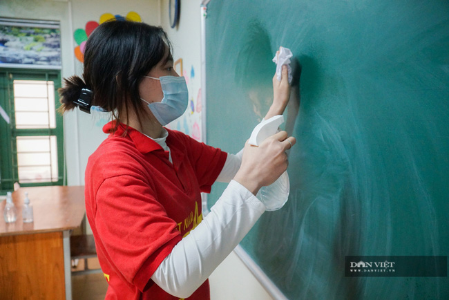 Hà Nội: Các trường học phun khử khuẩn, vệ sinh toàn bộ lớp học, sẵn sàng đón học sinh - Ảnh 2.