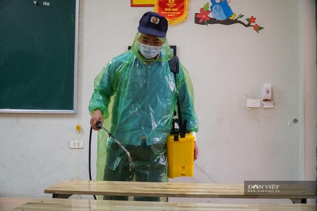 Hà Nội: Các trường học phun khử khuẩn, vệ sinh toàn bộ lớp học, sẵn sàng đón học sinh - Ảnh 3.