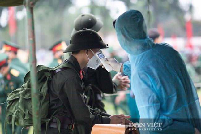 Gái Xinh Nghệ An đến tiễn đưa người thân đi nhập ngũ - Ảnh 3.