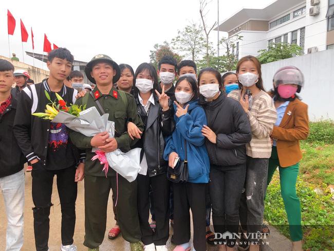 Gái Xinh Nghệ An đến tiễn đưa người thân đi nhập ngũ - Ảnh 13.