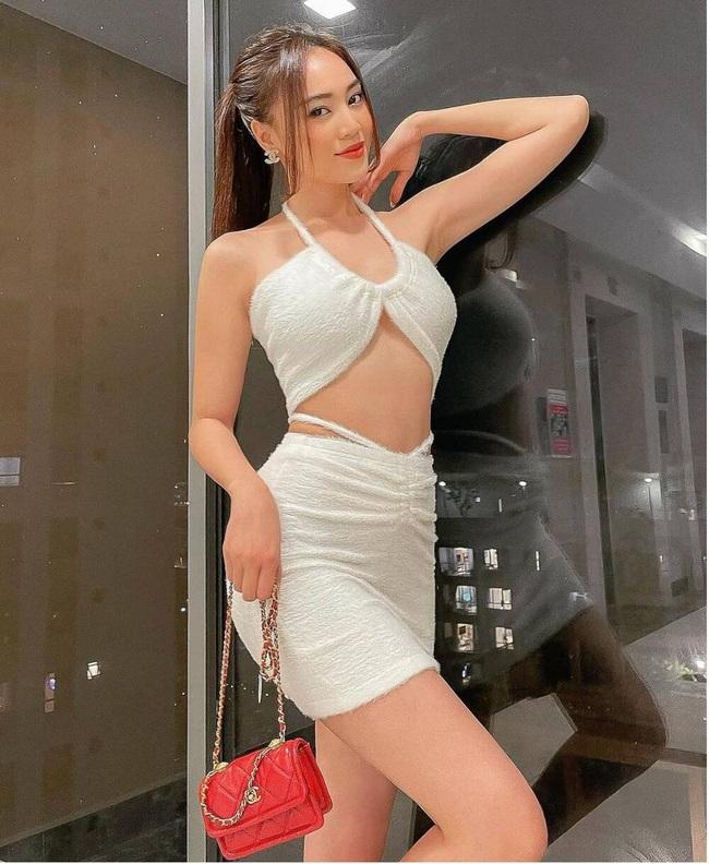 Ở tuổi 31, Ninh Dương Lan Ngọc được nhiều người khen ngợi với dáng vóc mặn mà - Ảnh 2.