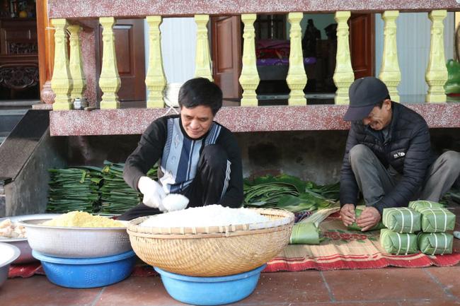 Hải Phòng: Nông dân khấm khá từ nghề gói bánh chưng - Ảnh 3.