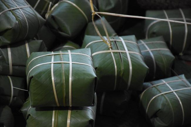 Hải Phòng: Nông dân khấm khá từ nghề gói bánh chưng - Ảnh 4.