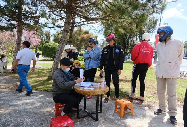 Lâm Đồng: Để lộ thông tin F1, 3 người bị phạt 30 triệu đồng - Ảnh 3.