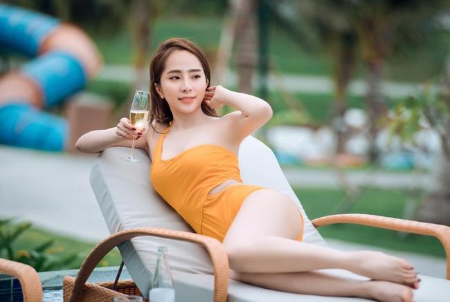 """Phong cách ngày càng táo bạo của """"cá sấu chúa"""" Quỳnh Nga hậu ly hôn - Ảnh 2."""