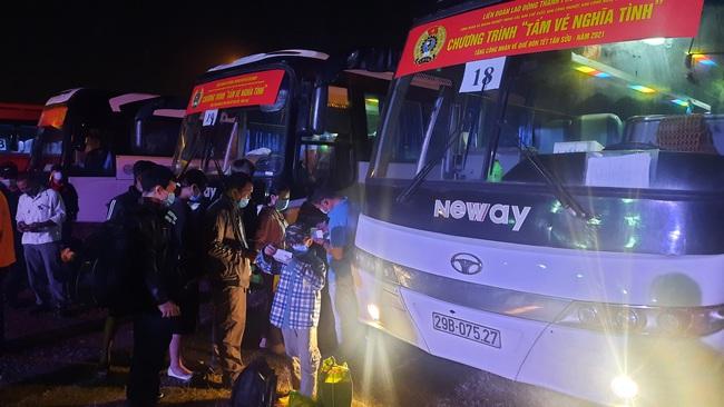 TP.HCM đưa hàng nghìn công nhân nghèo về quê đón tết Tân Sửu - Ảnh 5.