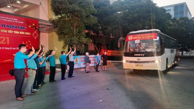 TP.HCM đưa hàng nghìn công nhân nghèo về quê đón tết Tân Sửu - Ảnh 10.
