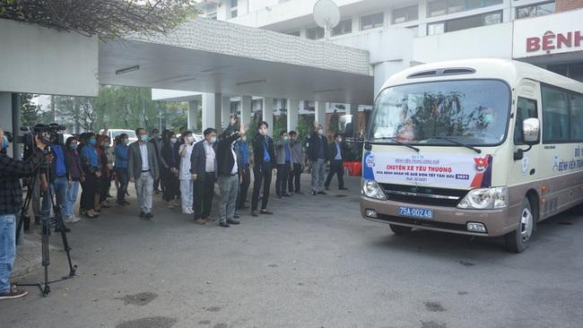Chuyến xe yêu thương đưa gần 300 bệnh nhân và người nhà về quê ăn Tết  - Ảnh 3.