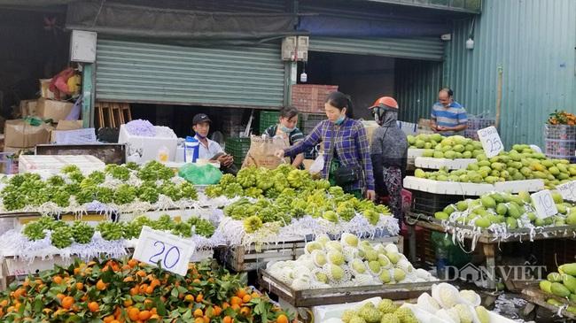 Giá nhiều mặt hàng trái cây ở chợ đầu mối nông sản Thủ Đức chưa có nhiều biến động