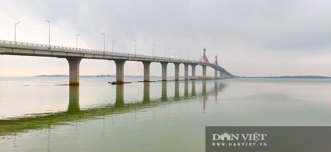 Những hình ảnh ngày đầu tiên phương tiện lưu thông qua cầu Của Hội nghìn tỷ - Ảnh 1.