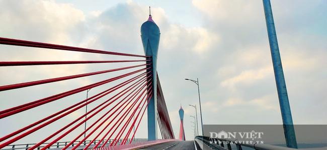 Những hình ảnh ngày đầu tiên phương tiện lưu thông qua cầu Của Hội nghìn tỷ - Ảnh 4.