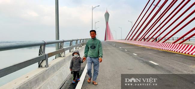 Những hình ảnh ngày đầu tiên phương tiện lưu thông qua cầu Của Hội nghìn tỷ - Ảnh 9.