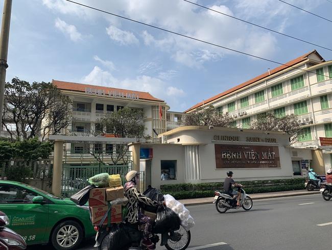 Khởi tố bắt tạm giam với Giám đốc, Phó giám đốc Bệnh viện Mắt TPHCM - Ảnh 1.