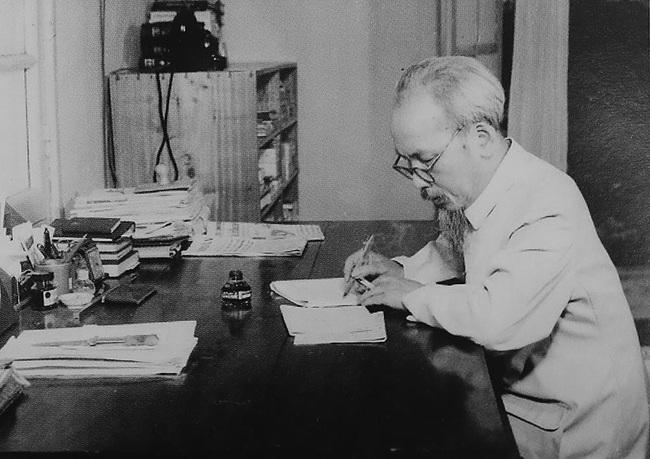 """Khi bị Quốc dân Đảng bắt giữ, lãnh tụ Hồ Chí Minh đã bị """"hành"""" ra sao? - Ảnh 1."""