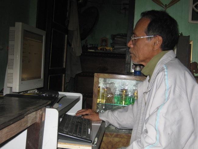 """Nhà văn """"lão nông"""" Ngô Phan Lưu vẫy tay chào Tết - Ảnh 3."""