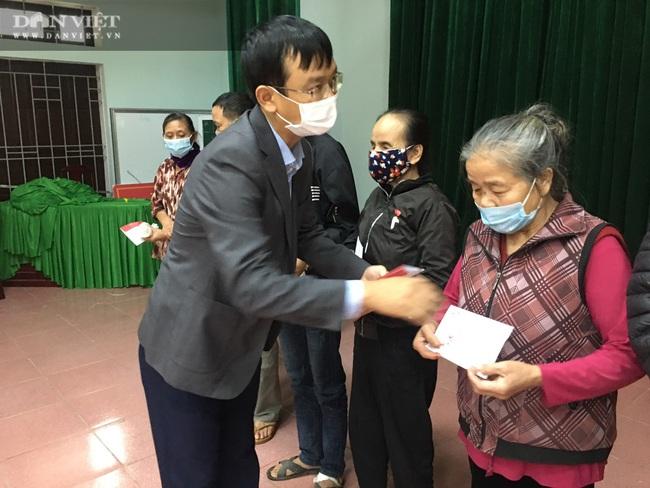 Quỹ Thiện Tâm và Báo NTNN/Dân Việt mang Tết đến cho người nghèo huyện Nam Đàn   - Ảnh 4.