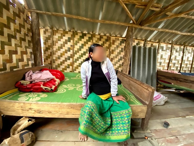 """Ác mộng mới ở Chăm Puông (Bài 1): Nhà báo vào bản đúng giờ nạn nhân quằn quại """"vượt cạn"""" trong túp lều! - Ảnh 5."""