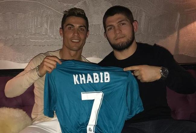 """""""Đại bàng"""" Khabib tiết lộ điều khiến Ronaldo trăn trở nhất - Ảnh 1."""