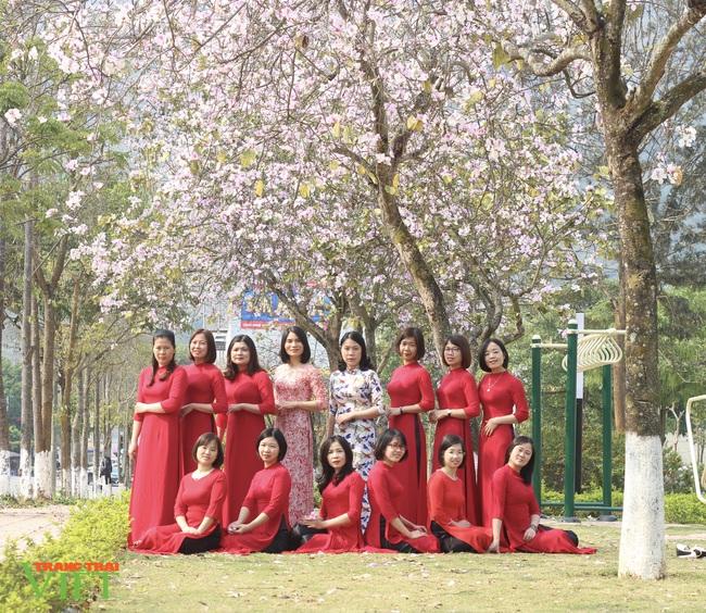 Thành phố Lai Châu ngập tràn sắc trắng hoa ban - Ảnh 6.