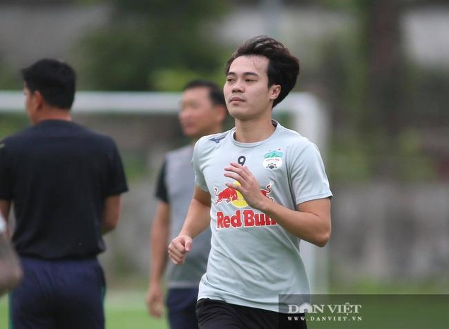 Văn Toàn chưa tự tin khi thi đấu trên sân khách - Ảnh 1.