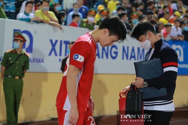 Hoàng Đức được trợ lý thầy Park tặng quà gì sau trận thắng Nam Định? - Ảnh 3.