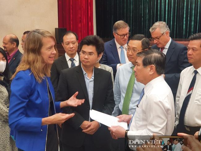 Chủ tịch UBND TP.HCM Nguyễn Thành Phong: Tôi nhận nhiều đơn kêu cứu của doanh nghiệp - Ảnh 1.