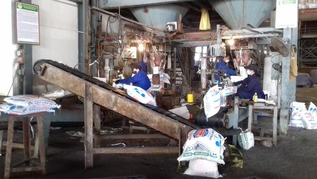 Xí nghiệp NPK 2 nỗ lực sản xuất, mỗi ngày làm ra 650 tấn phân bón Lâm Thao - Ảnh 1.