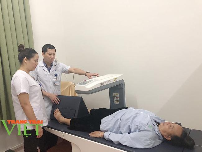 Bệnh viện Y Dược cổ truyền tỉnh Sơn La: Nâng cao kỹ thuật điều trị, chăm sóc người bệnh - Ảnh 4.
