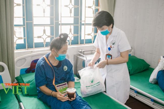 Bệnh viện Y Dược cổ truyền tỉnh Sơn La: Nâng cao kỹ thuật điều trị, chăm sóc người bệnh - Ảnh 2.