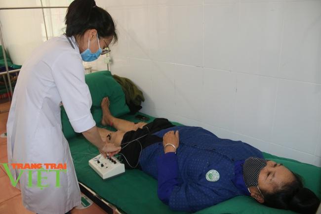 Bệnh viện Y Dược cổ truyền tỉnh Sơn La: Nâng cao kỹ thuật điều trị, chăm sóc người bệnh - Ảnh 3.