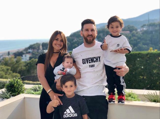 Ronaldo và Messi: 2 tỷ phú có cuộc sống xa hoa cỡ nào? - Ảnh 2.