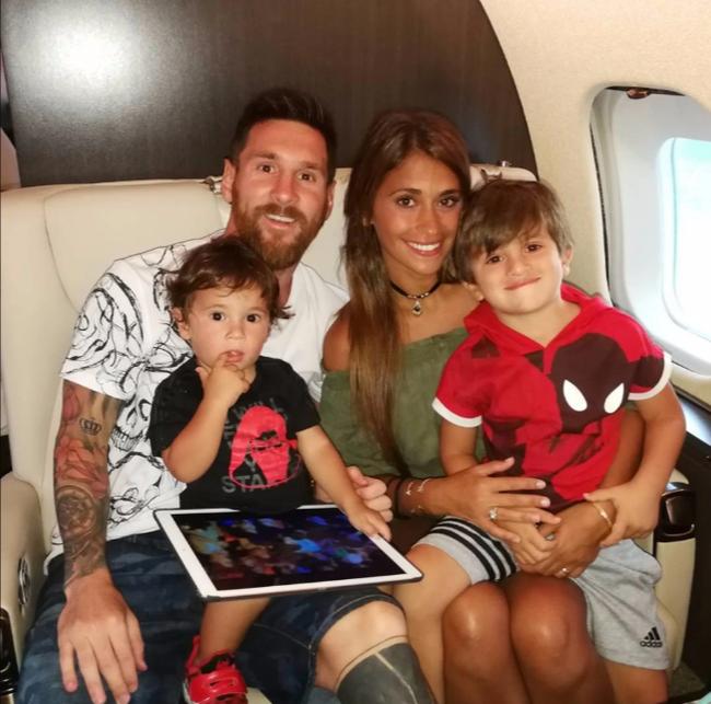 Ronaldo và Messi: 2 tỷ phú có cuộc sống xa hoa cỡ nào? - Ảnh 4.
