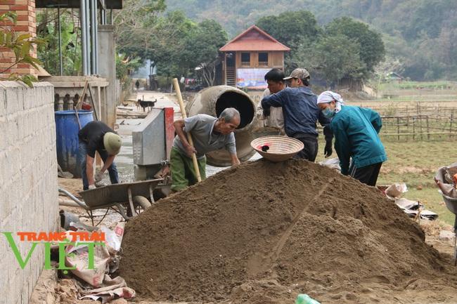 Mai Châu: Phát huy sức mạnh đoàn kết trong xây dựng nông thôn mới - Ảnh 1.