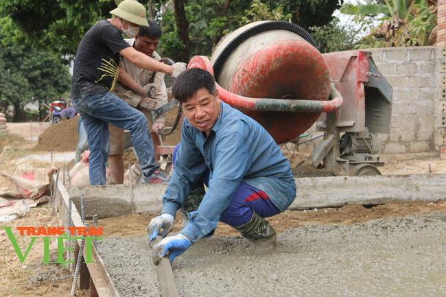 Mai Châu: Phát huy sức mạnh đoàn kết trong xây dựng nông thôn mới - Ảnh 7.