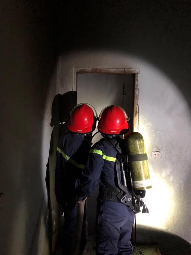 Nghệ An: Mẫu thuẫn với cha mẹ, con trai châm lửa đốt trụi căn nhà 2 tầng   - Ảnh 1.