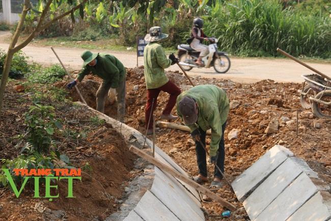 Người dân Nà Bó chung tay cùng chính quyền gìn giữ các tiêu chí nông thôn mới - Ảnh 2.