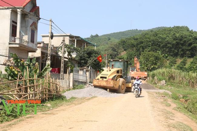Người dân Nà Bó chung tay cùng chính quyền gìn giữ các tiêu chí nông thôn mới - Ảnh 8.